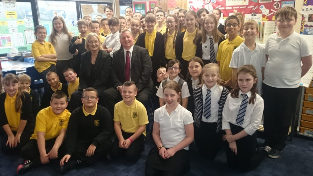 Tricia Marwick and Alex Rowley with Primary seven pupils.