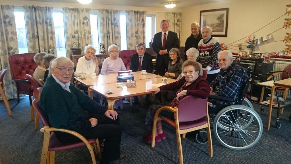 Alex Rowley and Gordon Brown with residents in Lochgelly
